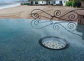 Иллюминатор в полу бассейна