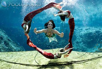 Подводные шоу в стеклянном бассейне 1