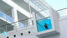 Бассейн с прозрачными стенками