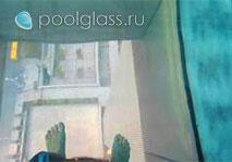 Прозрачное дно в бассейне