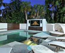TV в бассейне