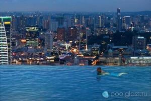 Бассейн на крыше небоскреба, Сингапур