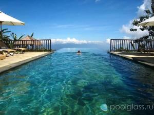 Шикарный бассейн-инфинити на острове Бали