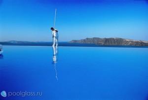 Бескрайний бассейн на острове Санторини