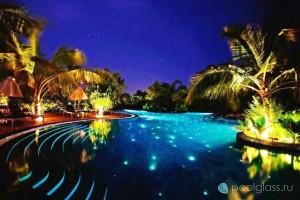 Встроенные светильники в бассейне